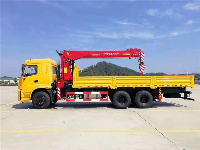 三环后八轮短轴距随车吊,可选装8吨、10吨、12吨吊机